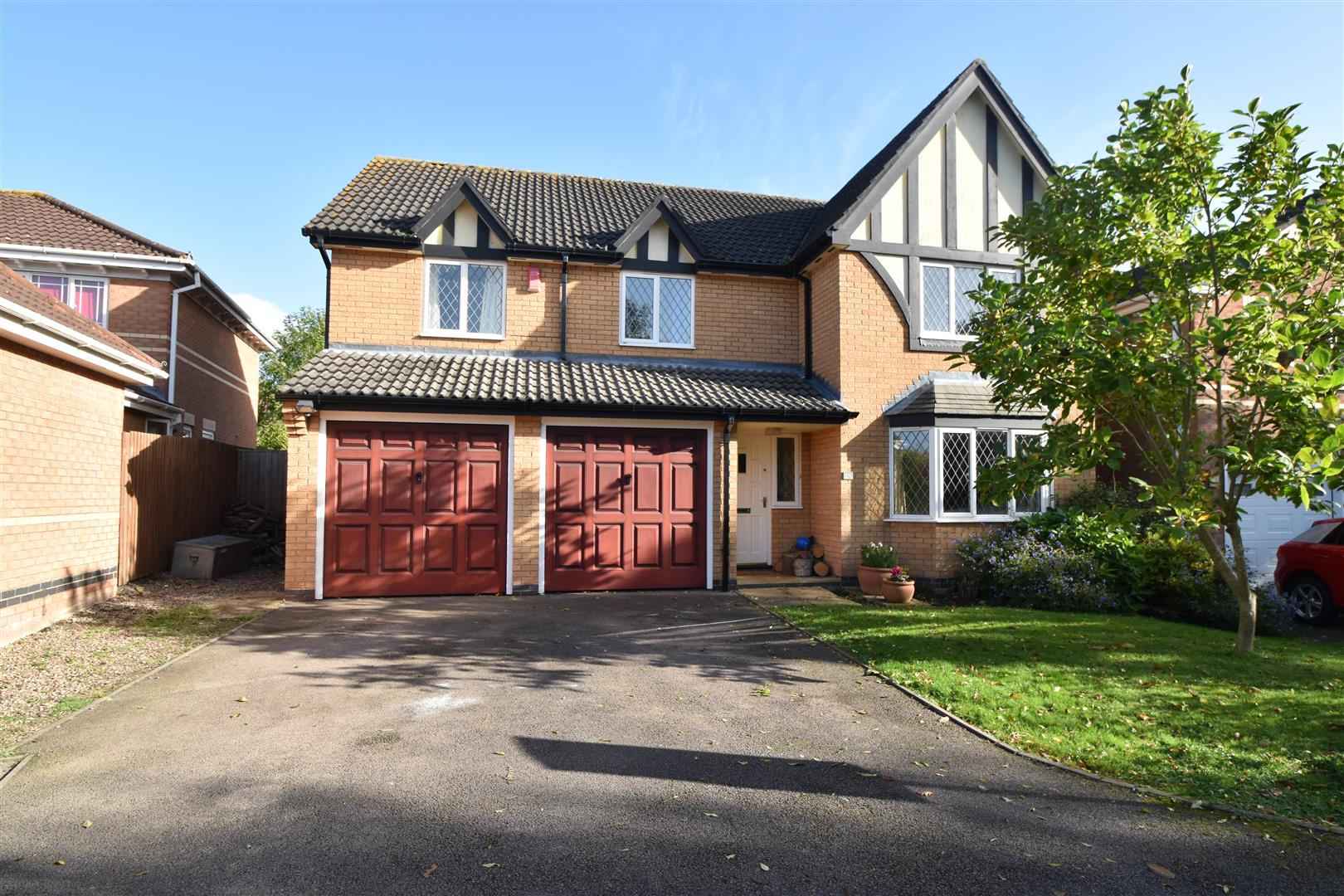 5 Bedrooms Detached House for sale in Charles Dickens Close, Droitwich Spa